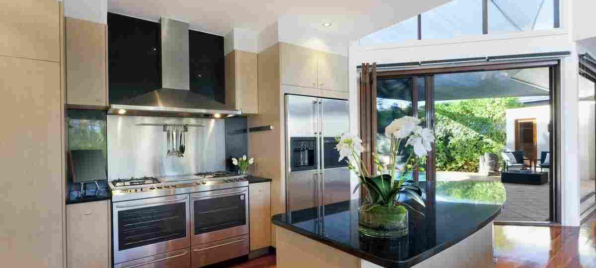 https://www.tamarind6.com/wp-content/uploads/2016/06/details-gallery-kitchen-5-1200x540.jpg